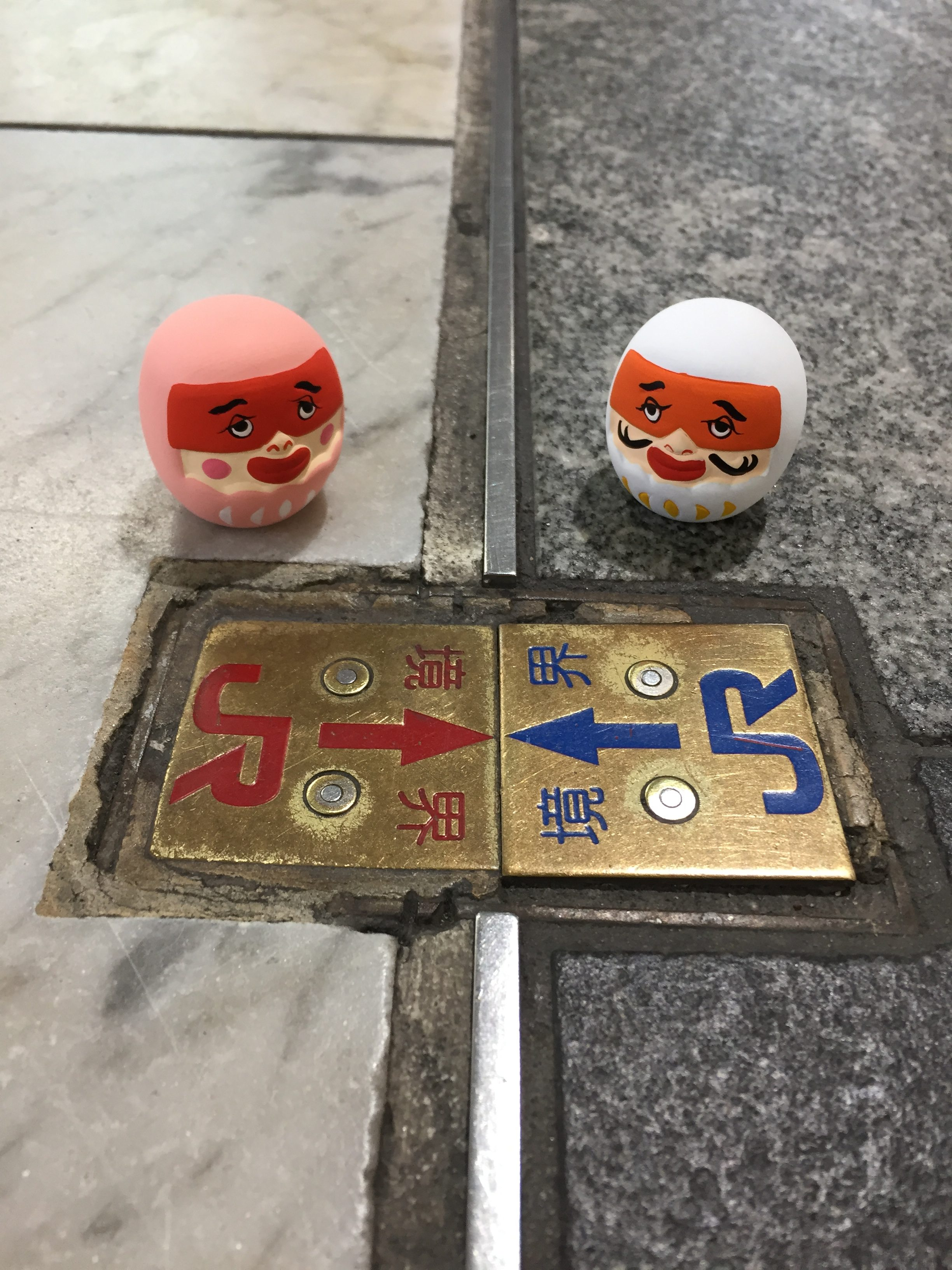 JR博多駅 境界線 にわかだるま